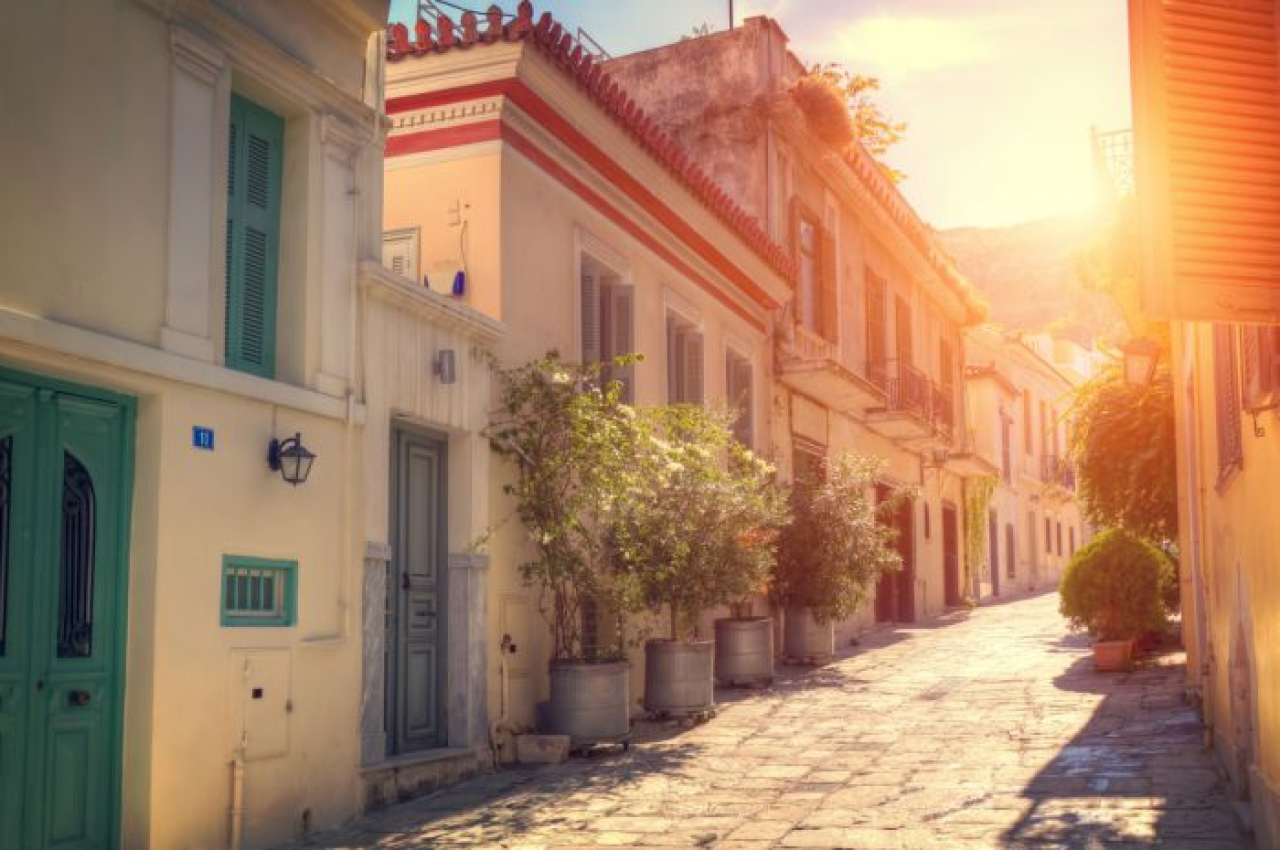Plaka An Island Located In The Heart Of Athens Greeking Me