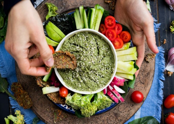 Vegetarian bowl with vegetables and pesto dip - credits: Viktor Kochetkov/Shutterstock.com