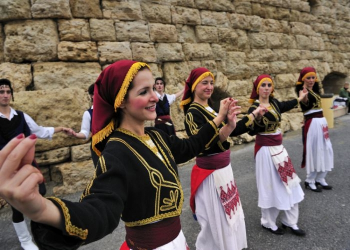 Traditional Greek folk dance - credits: T-photography/Shutterstock.com
