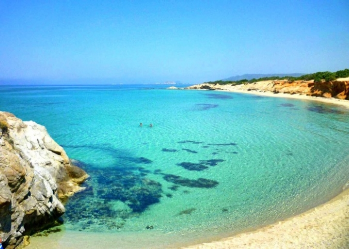 Beach on Naxos - credits: www.farosvilla.g